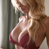Emma Hernan boobs
