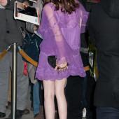 Emma Roberts beine