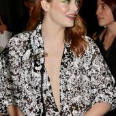 Emma Stone dekollete