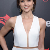 Erin Richards braless