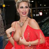 Nackt Ester Dee  Public nudity