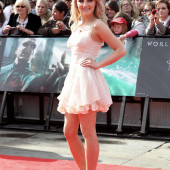 Evanna Lynch legs
