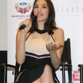 Gal Gadot sexy