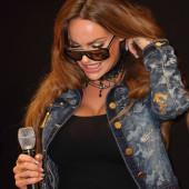 Gina-Lisa Lohfink dekollete