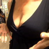 Giulia Siegel dekollete