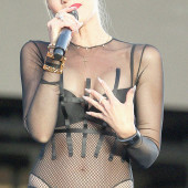 Gwen Stefani see through