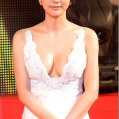 Han Sung-ju cleavage