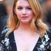Hannah Murray cleavage