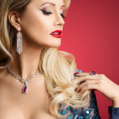 Holly Madison cleavage