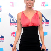 Iliza Shlesinger braless