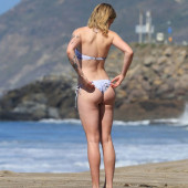 Ireland Baldwin ass
