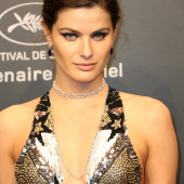 Isabeli Fontana cleavage