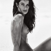 Isabeli Fontana topless