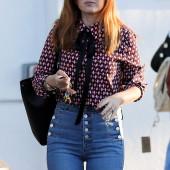 Isla Fisher jeans