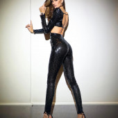 Izabel Goulart body