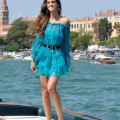 Izabel Goulart feet