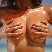 Jackie Almeida nackt im playboy