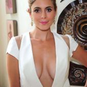 Jamie-Lynn Sigler cleavage