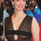 Jeanne Tripplehorn cleavage