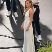Jennifer Aniston braless