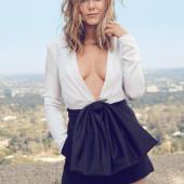 Jennifer Aniston cleavage