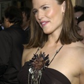 Jennifer Garner braless