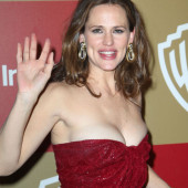 Jennifer Garner braless