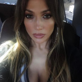 Jennifer Lopez selfie