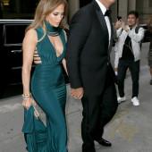 Jennifer Lopez sideboob