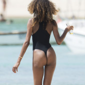 Jourdan Dunn ass