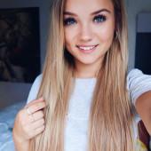 Julia Beautx selfie