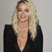 Kaitlynn Carter cleavage