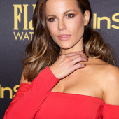 Kate Beckinsale tits