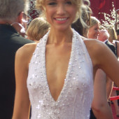 Katrina Bowden cleavage