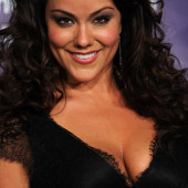 Katy Mixon cleavage