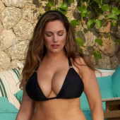 Kelly Brook dekollete