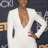Kelly Rowland cleavage
