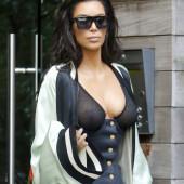 Kim Kardashian ohne bh