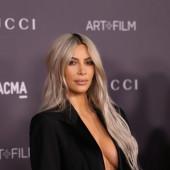 Kim Kardashian sideboob