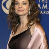 Kimberly Williams-Paisley braless