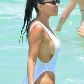 Kourtney Kardashian sideboob