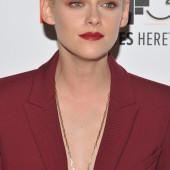 Kristen Stewart no bra