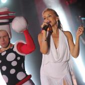 Kylie Minogue cleavage