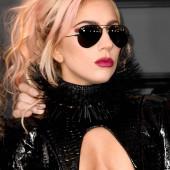 Lady Gaga tit slip