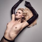 Lara Stone nude pics