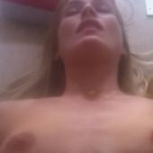 Laura Bach nackt