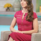 Linda Cardellini legs