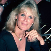 Linda Evans young