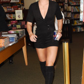Lindsey Vonn braless
