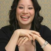 Lucy Liu ausschnitt